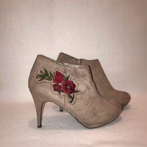 Impo Taupe Floral Embroidered Size 12 Ankle Boots